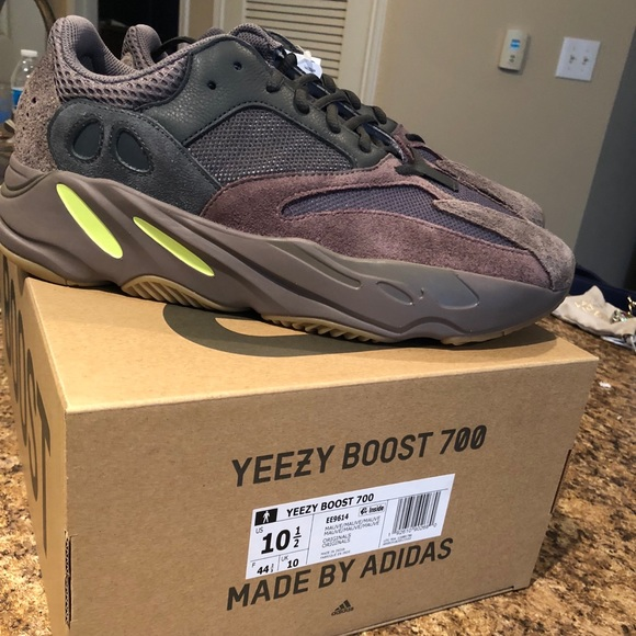 huge selection of 54f5b 408fa Yeezy Boost 700 Mauve NWT